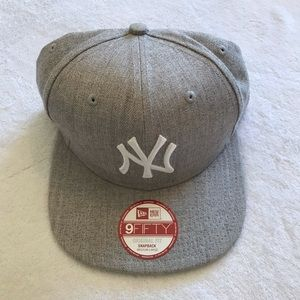 New York NY Yankees 9FIFTY SnapBack Hat Gray White